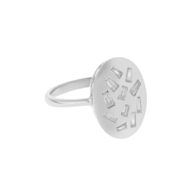 Oval ring 18 carat white gold with baguette diamonds.