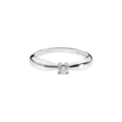 Solitaire round brilliant cut diamond ring k18 white gold.